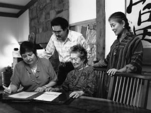 From left, Irene Goldman, Kevin, Marion and Mira Nakashima meeting in the Nakashima Reception House, deciding to build the second Sacred Peace Table for Russia in 1995.
